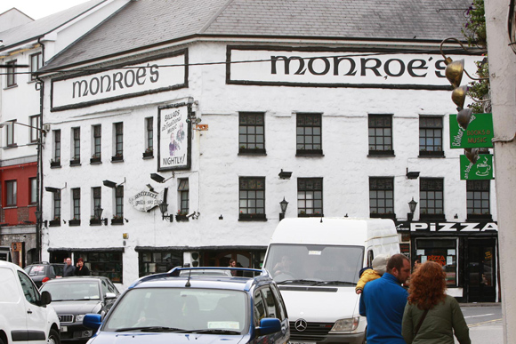 Monroes Tavern